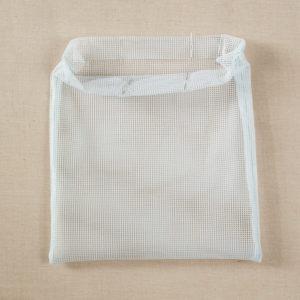 Spięcie woreczka na zakupy przed szyciem wlotu na sznurek