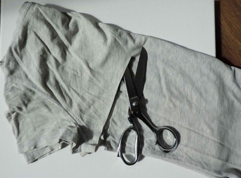 T-shirt przecinany nożyczkami