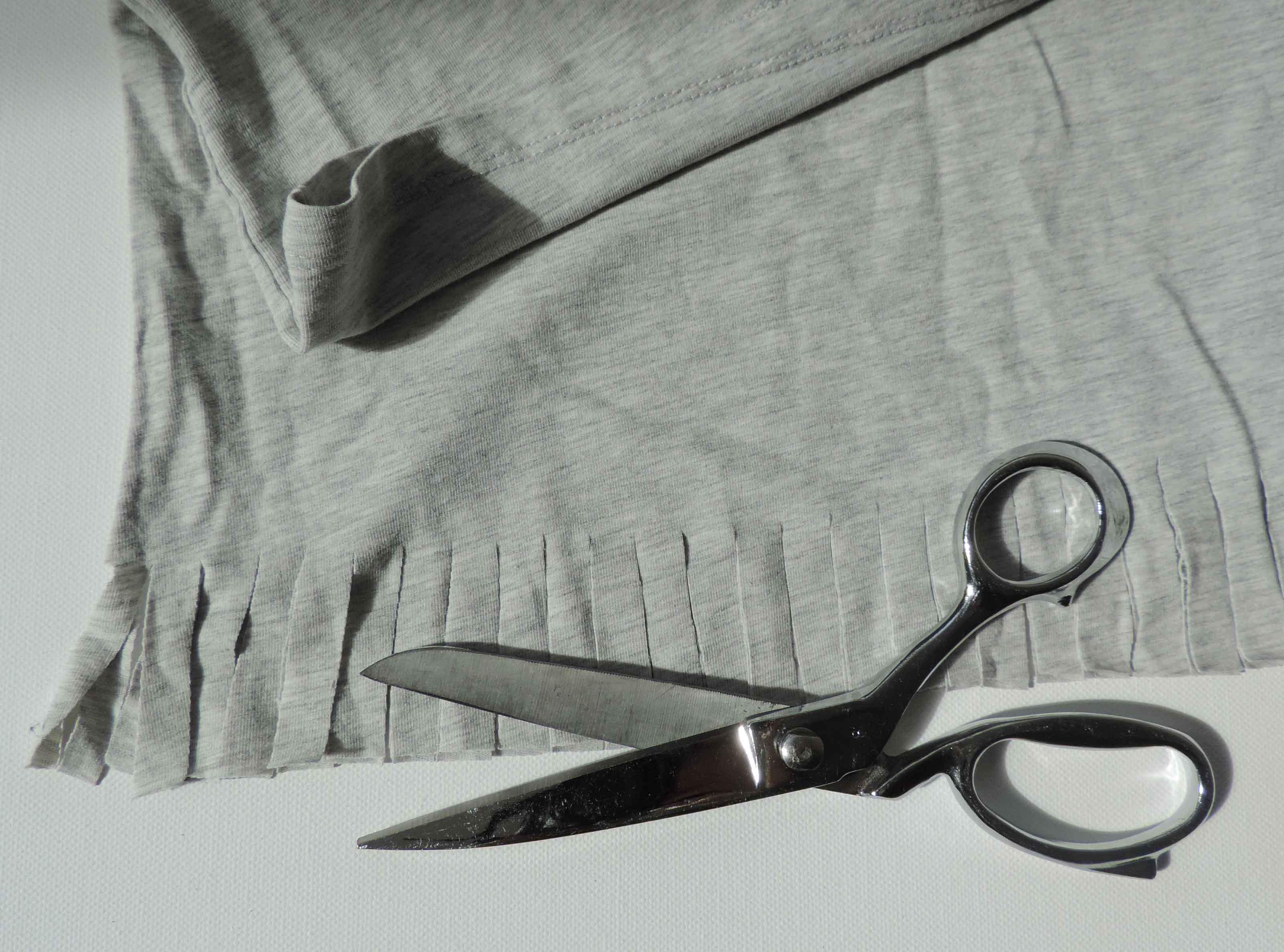 T-shirt z frędzlami