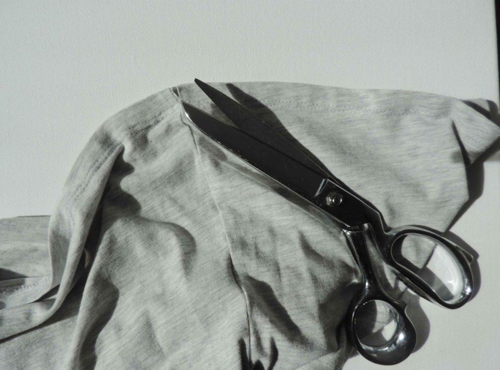 T-shirt i nożyczki