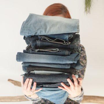Czy warto ratować ubrania? Zbiór pomysłów i baza wiedzy jak świadomie podchodzić do mody