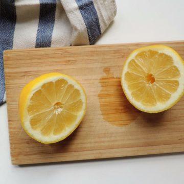 Jak dbać o deski do krojenia? Naturalne sposoby na przedłużenie życia drewnianym deskom